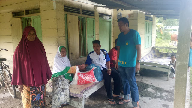 LPD salurkan Sembako Untuk Orang Tua Jompo