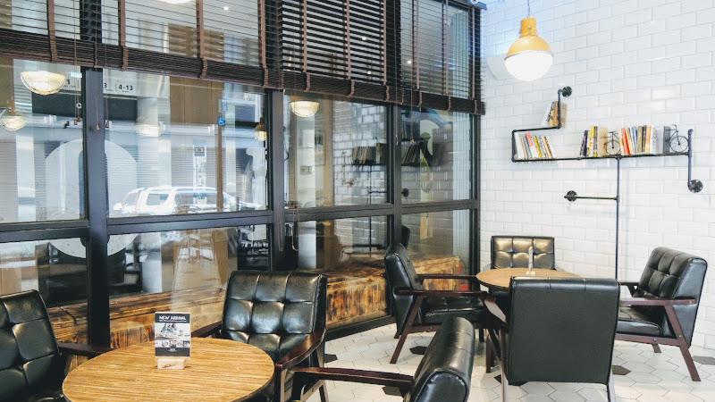 Check Café 雀客咖啡一樓座位一角.JPG