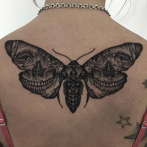 este_sensacional_a_traça_e_a_tatuagem_de_caveira