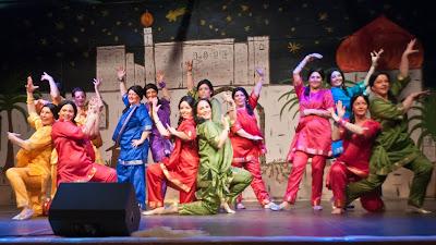 Enstadtion der Fahrt mit dem Orient-Express war ein Indien. Zum Finale begeisterte ein flotter Bollywood-Tanz das Publikum.