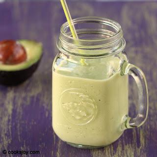 Avocado Banana Milkshake (Smoothie)