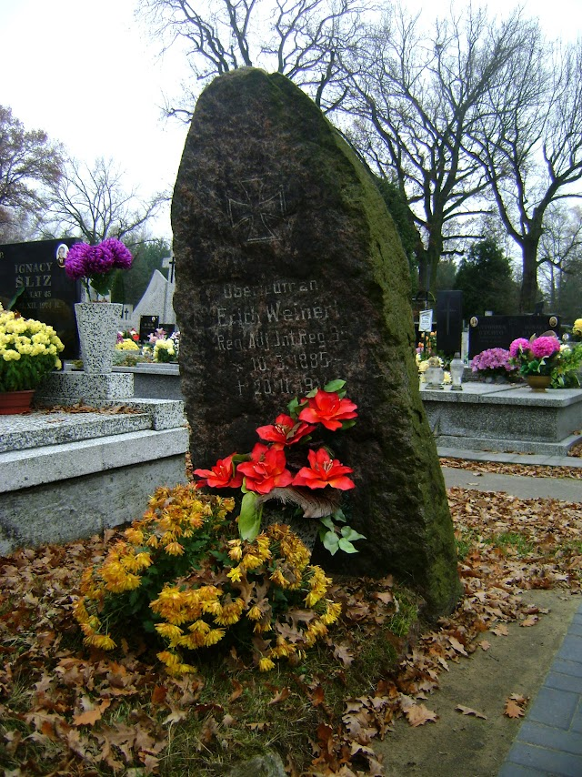 cmentarz w Dobroniu