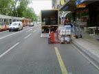 Sur le chemin du travail, avenue Henri-Dunand 2: Comme tous les matins, Furcy rencontre en à peine 100 mètres 3 obstacles sur la bande cyclable.