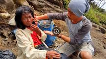Kisah Mengharukan…!!! Derita Ibu Arsini, Dibuang Keluarga di Atas Gunung Ceremai