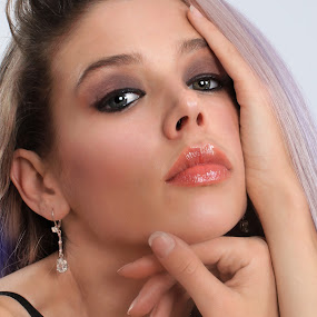Stacy in Whit Sapphire Earring by Len Lambert - People Fashion ( model, hands, gorgeous, elegant, lips, sapphire, earring, eyes,  )
