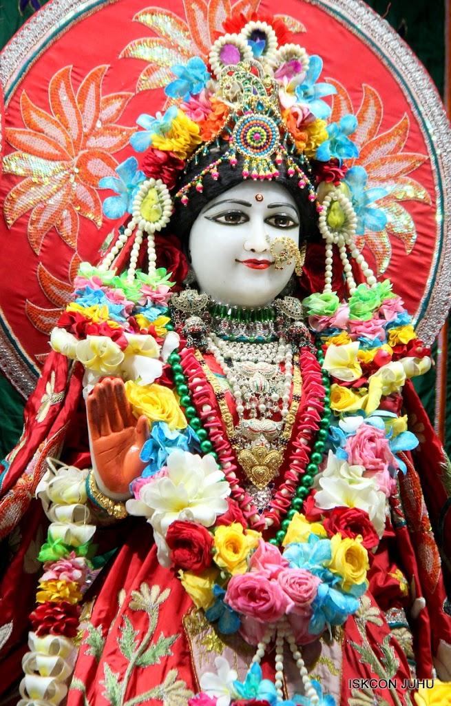 ISKCON Juhu Sringar Deity Darshan on 28th Aug 2016 (19)