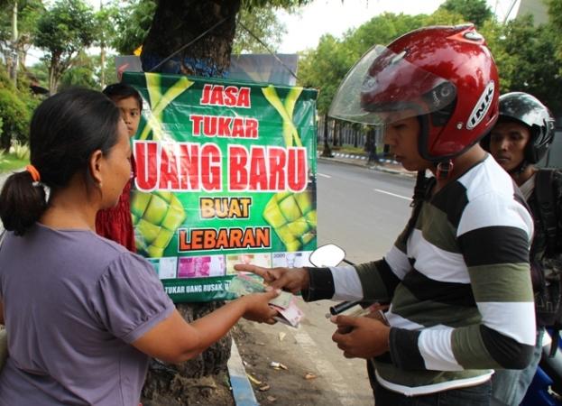 Jelang Lebaran, Lapak Penukaran Uang Receh di Ngawi Mulai Ramai