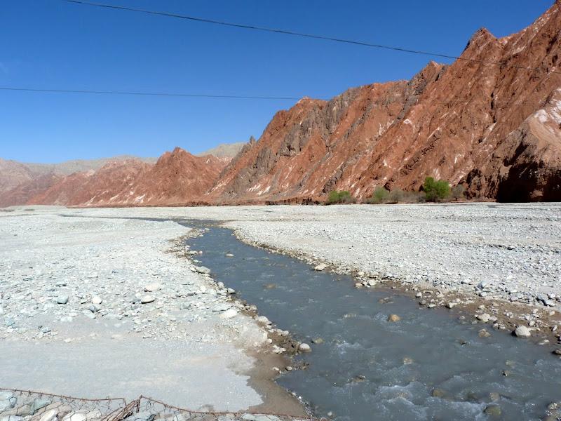 XINJIANG. Karakoram Highway, lune des plus haute route au monde, en passant a 4400 m - P1280468.JPG