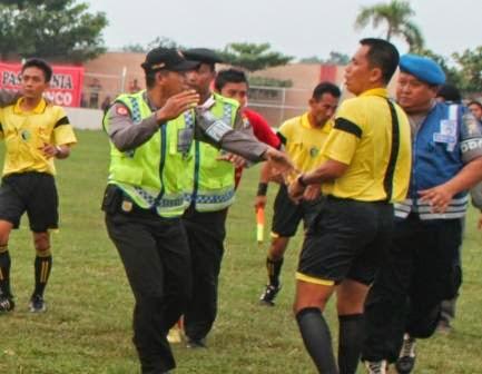 pertandingan Persinga Ngawi VS PSBK Blitar