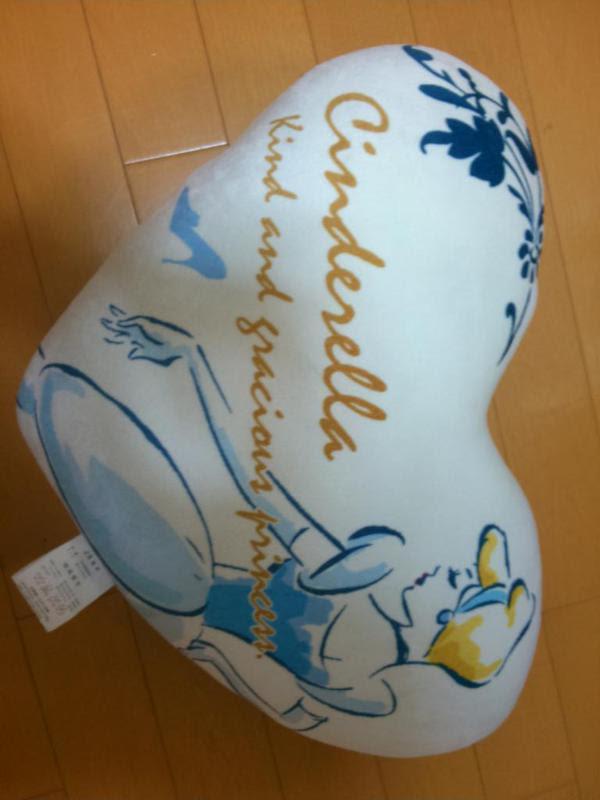 shimamura-cushion-cinderella02.jpg