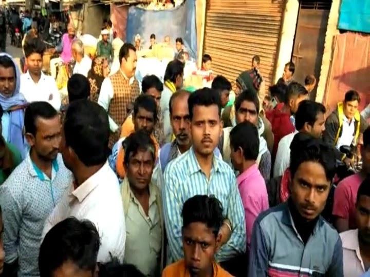 मुखिया की मौत के बाद ग्रामीणों ने किया हंगामा, थाने पर किया पथराव, जमकर की नारेबाजी