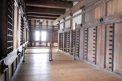 Himeji Castle, Japan - where you hang your weapons, at one point, the castle contained as many as 280 guns and 90 spears. In the Ikeda family period there were about 500 samurai warriors. Honda Tadamasa and his son Tadatoki had more than 1,200 vassals in addition to 4,000 foot solders and servants. In the Sakakibara family period there were 3,000 people. When Sakai was the last lord of the castle just before the Meiji Restoration there about 2,200 people.
