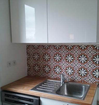 Pose de crédence moderne et design dans une cuisine a Paris 12 ...