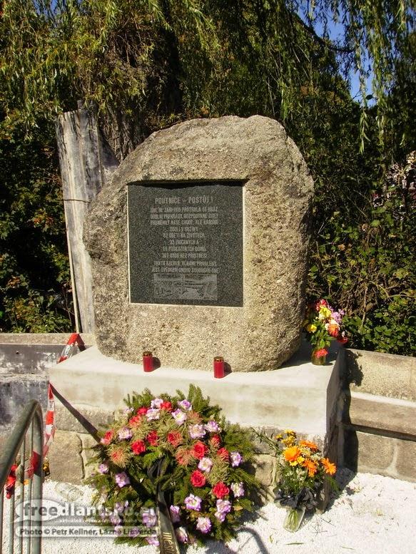 pomnik-obetem-v-desne