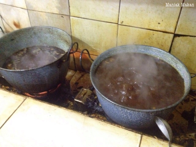 maniak-makan-rawon-nguling-kuliner-khas-kota-malang-dapur