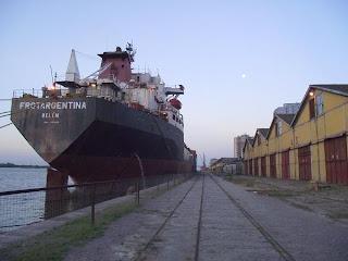 navio Belém da Frotargentina ancorado no Cais Mauá, na cidade de Porto Alegre, RS, Brasil