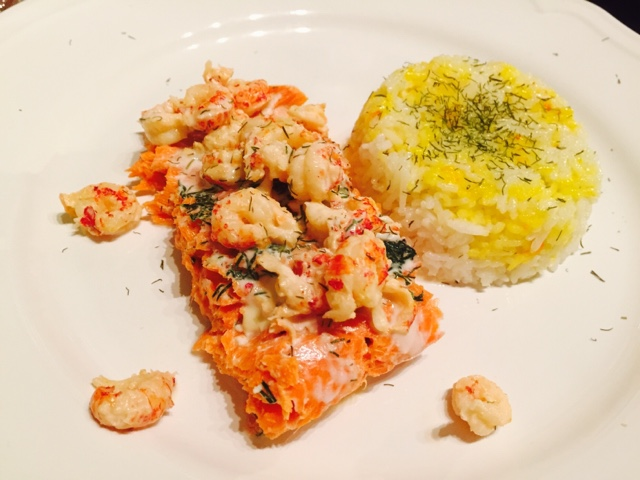 Salmon and prawns with sour cream and dill