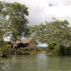 Palafitos en el río Valle