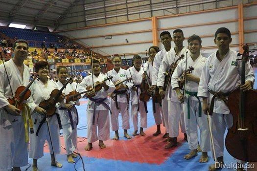 DOMINGO: Quinto dia de programação de aniversário de Rosário Oeste vai ter missa, final de campeonato, apresentação de karatecas, violinistas e shows