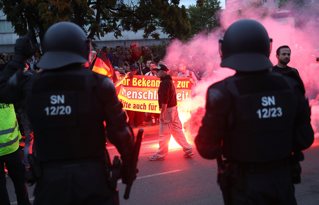 Riot police watch right-wing demonstrators in Chemnitz, Germany on 27 August 2018. Photo: Sean Gallup / Getty Images