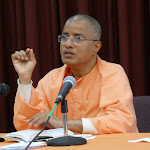 Swami Paritushtananda leads the retreat: Sri Ramakrishna and His Gospel