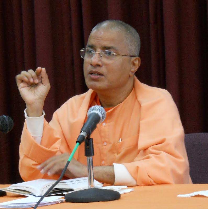 Swami Paritushtananda leads the retreat: Sri Ramakrishna and His Gospel