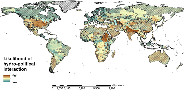 Global distribution of the current likelihood of hydro-political issues among the main transboundary basins (transboundary basin borders in black, non-transboundary areas shaded). Graphic: Farinosi, et al., 2018 / Global Environmental Change