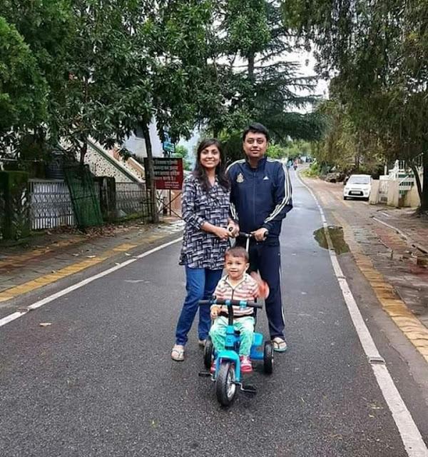 वाह डीएम साहब ! दो साल के बेटे का मंहगे प्राइवेट स्कूल छोड़ आंगनबाड़ी में कराया एडमिशन