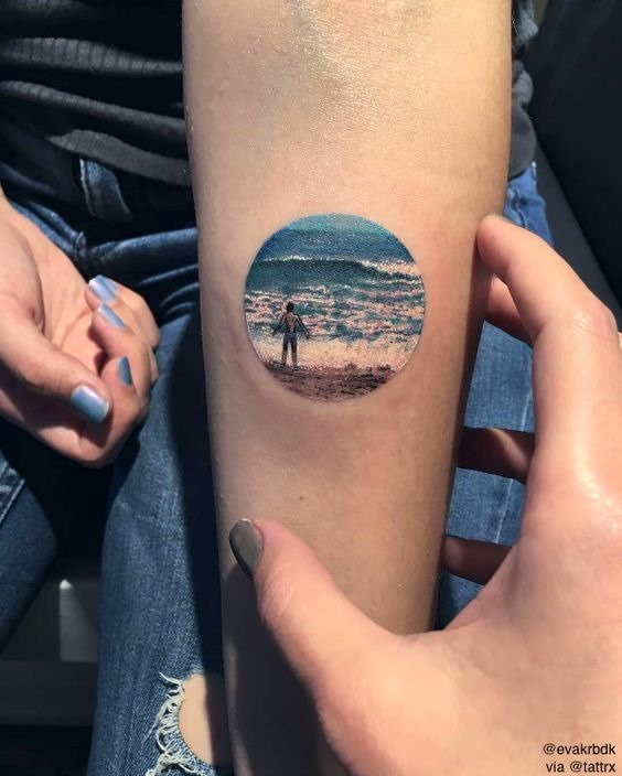 sutil_praia_braço_de_tatuagem