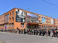 02 A Király püspök utcáról ballagtak a diákok a belvárosba.jpg
