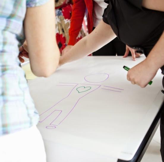 lucram cu adultii cu metodele pe care le utilizam in lucrul cu copiii supradotati pentru a simti pe viu, in mod direct, aspectele teoretice