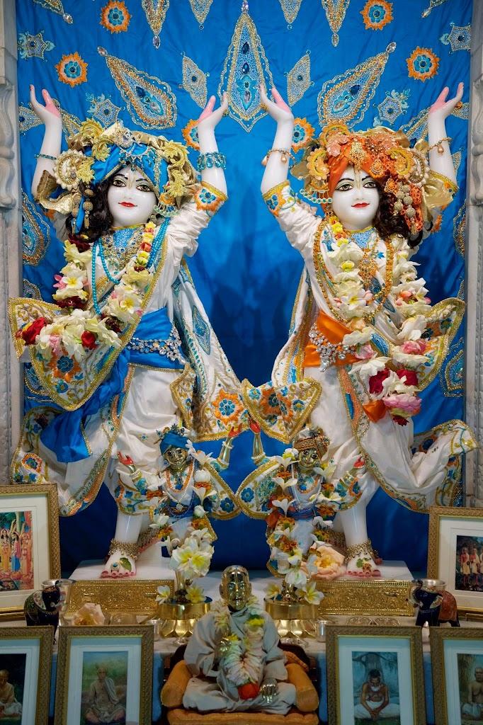ISKCON New Govardhan Deity Darshan 08 Dec 2016 (27)