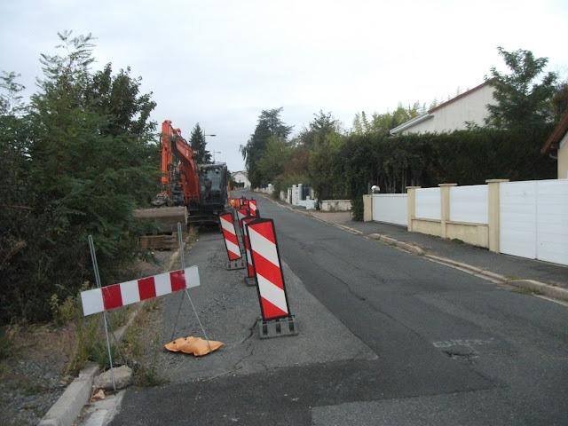 5 oct. 2019 (19266) – Chaussée à réparer, probablement la raison à laquelle la D 126 sera fermée du 7 au 18 octobre 2019
