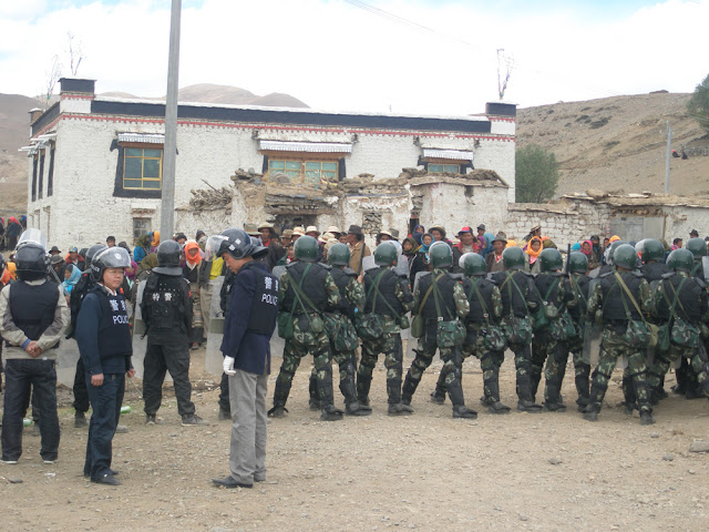 Standoff between Tibetan protesters and Chinese security