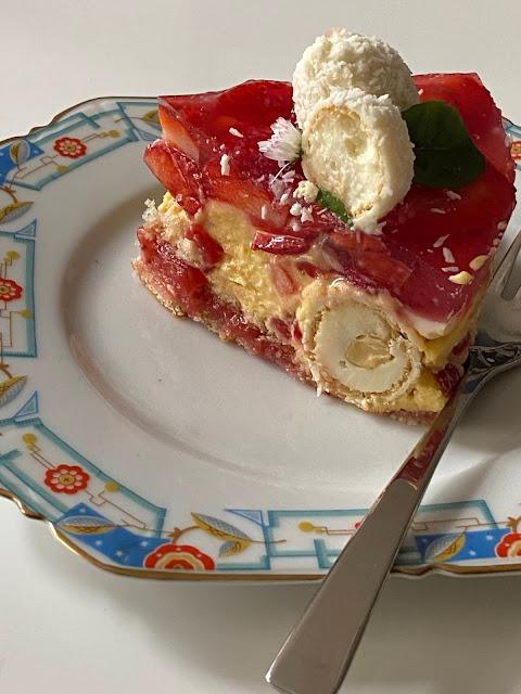 Fruchtige Erdbeeren-Kokos Torte