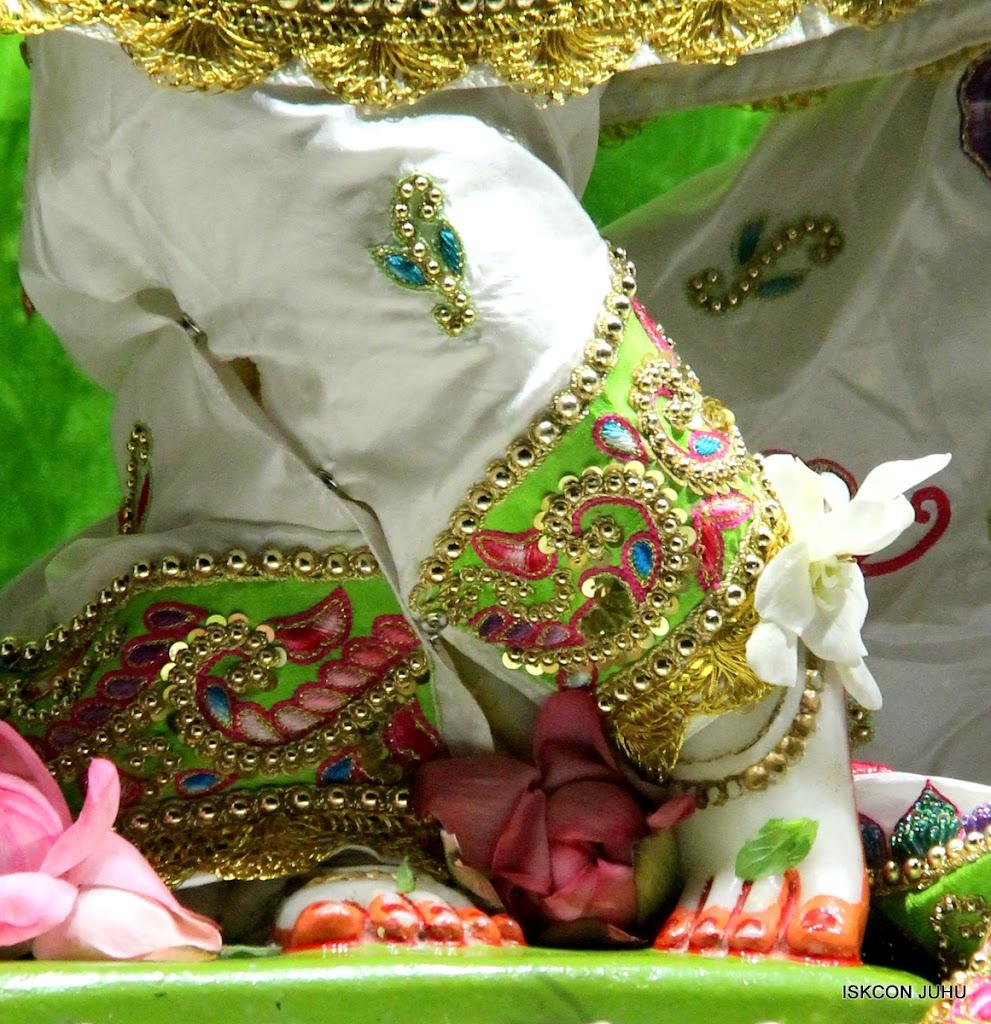 ISKCON Juhu Mangal Deity Darshan on 01st May 2016 (22)
