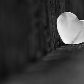 srdce by Jarka Hk - Black & White Objects & Still Life ( beauty, playing, black and white, decoration, heart )