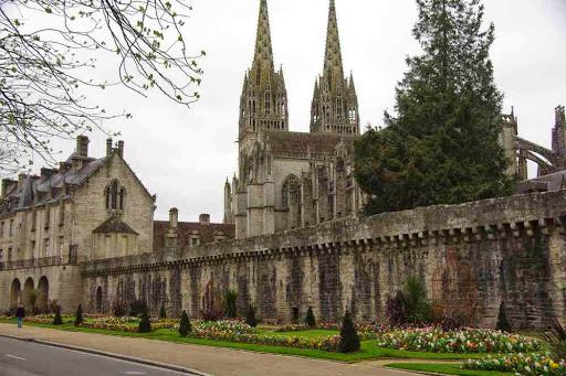 La cathédrale de Quimper, photographiée en quatrième vitesse avant de prendre le bus
