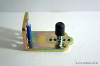 裝潢五金 品名:K250-L型可調門止 鐵片規格:長64*寬38*門厚32m/m 芯高:25m/m*直徑*12m/m 材質:鐵片+塑膠 功能:適用#065-5分槽軌道 用途:導向使用功能:裝在拉門上防止門片滑動時不會晃動,作連動門時也可使用 玖品五金