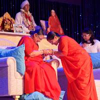 Hansa Didi Sarveshwarben Bowing Down.jpg