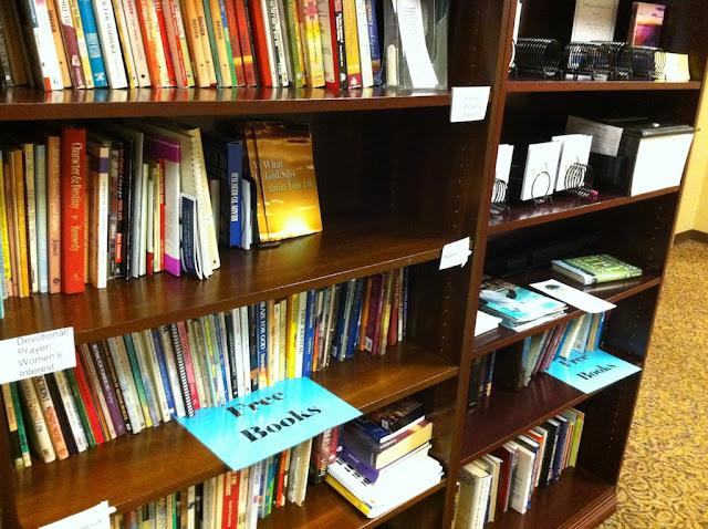 Cărți oferite gratuit la Biserică