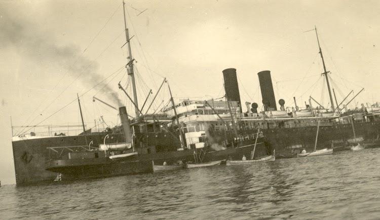 El GIBEL HABIB asistiendo en el naufragio del J. USIANA. Foto Museet fod Sofart.jpg