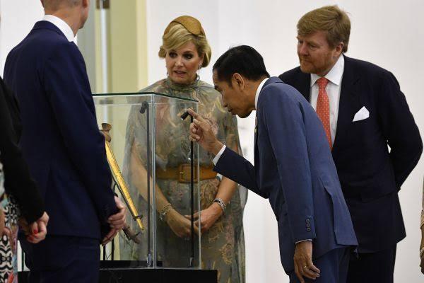 Jokowi Izinkan Asing Kelola Aset Negara