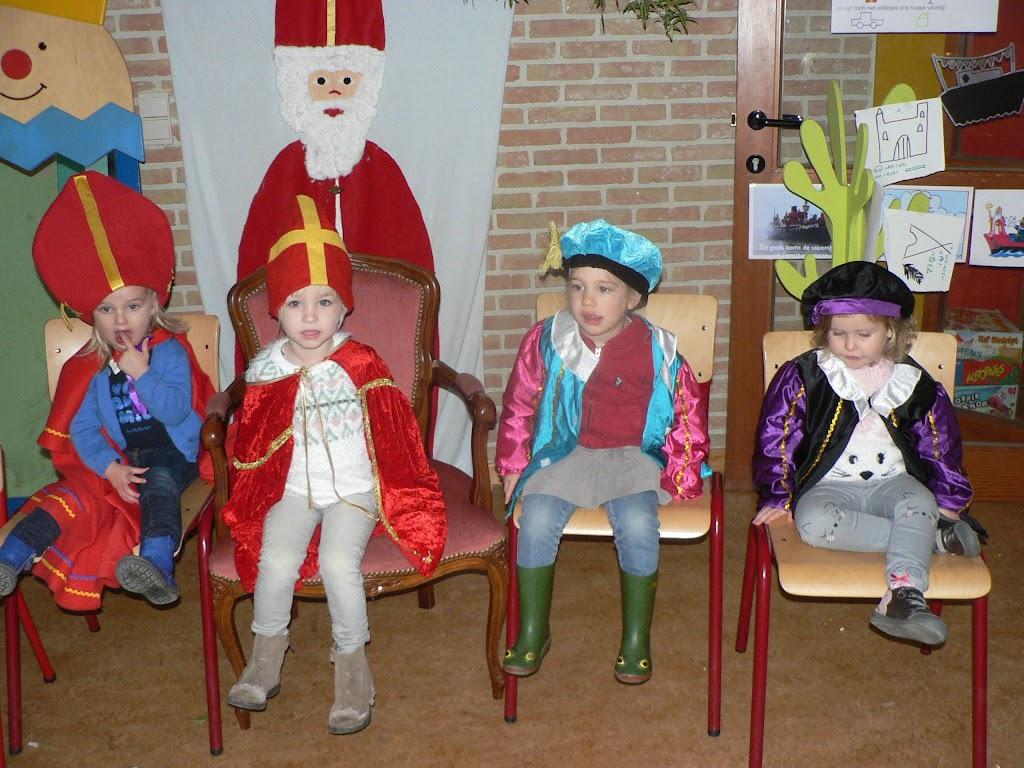 Sinterklaas op bezoek - P1270266.JPG
