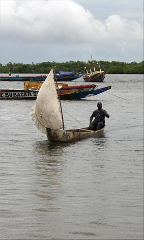 Piragua arribando al Puerto de Elinkene