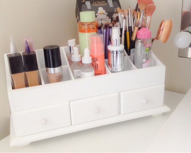 cosmetics storage unit