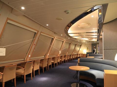 新日本海フェリー「らいらっく」 4階フォワードサロン 夜