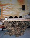 L'altare ricavato dalle radici di un grosso albero