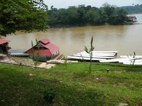 クアラテンベリン:ボート乗り場