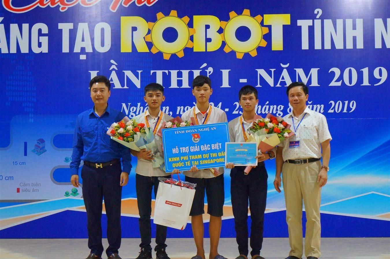 Ban Tổ chức đã trao giải Đặc biệt cho Đội THCS - 08                                                      Trường THPT Yên Thành 3, huyện Yên Thành